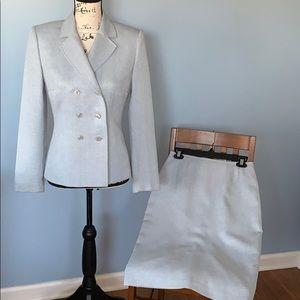 TAHARI Arthur S Levine light blue skirt suit size4